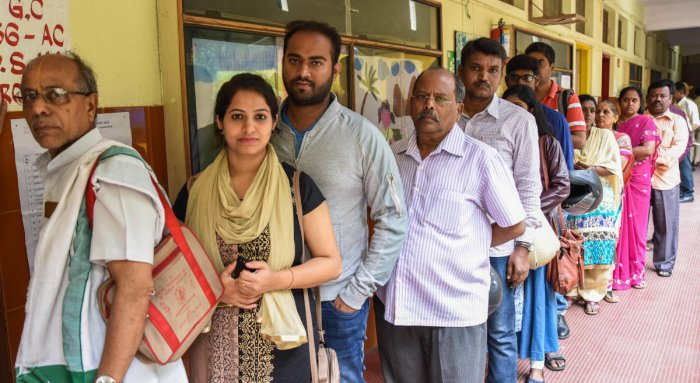 Voters queue up at a polling booth to exercise their franchise for the Bangalore graduates' constituency elections on Friday. DH PHOTO