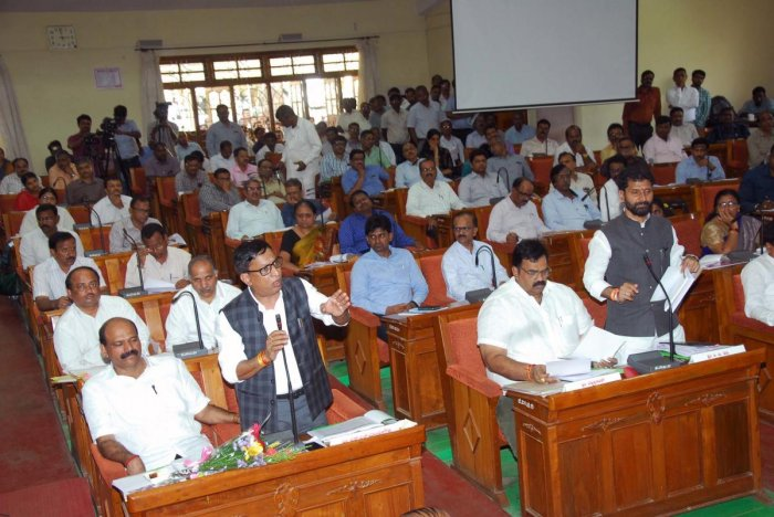 MLC S L Bhoje Gowda and MLA C T Ravi raise points during a review meeting chaired by Chief Minister H D Kumaraswamy in Chikkamagaluru on Saturday.