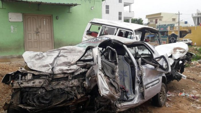 Mangled remains of the car and Tata Sumo, that were involved in head-on collision at Aniganahalli near Bangarpet, Kolar district, on Wednesday night.