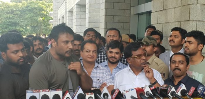 Actor Darshan speaks to media outside his house in Mysuru after he was discharged from the hospital. DH Photo