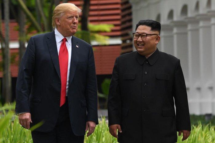 North Korea's leader Kim Jong Un (R) walks with US President Donald Trump. (AFP File Photo/SAUL LOEB)