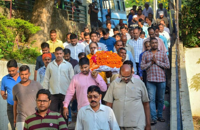 People attend the funeral procession of the private company executive Vivek Tiwari, who was reportedly shot dead by a police constable in Lucknow, on Sunday. (PTI Photo)
