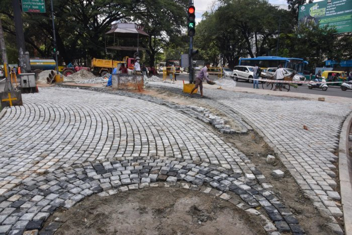 BBMP workers lay Cobblestones at Hudson circle on Monday. (DH Photo/SK Dinesh)