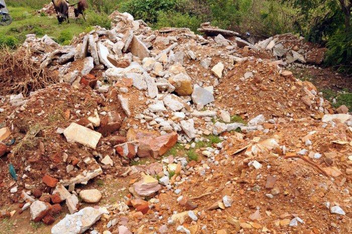 Debris dumped near Rathnagiri Bore Mahatma Gandhi Park.