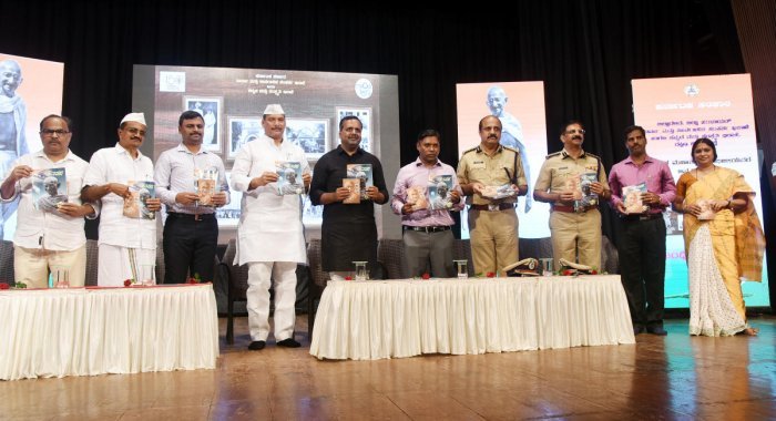 A booklet on Mahatma Gandhiji and the special edition of Janapada Kannada monthly brought out by the Department of Information and Public Relations, was released during the 'Gandhi Namana' programme on the occasion of Gandhi Jayanti at Town Hall in Mangal