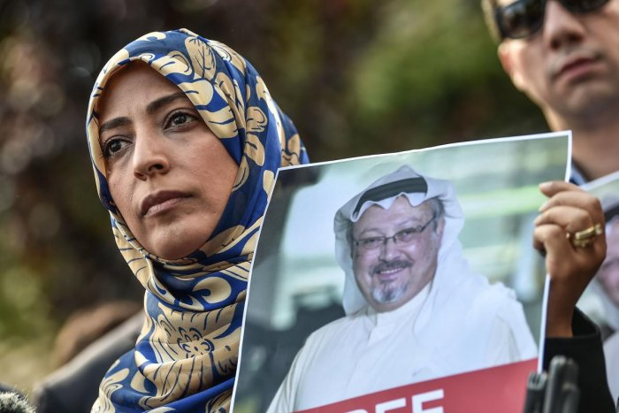 Nobel Peace Prize laureate Yemeni Tawakkol Karman holds a picture of missing journalist Jamal Khashoggi during a demonstration in front of the Saudi Arabian consulate in Istanbul on October 5, 2018. AFP