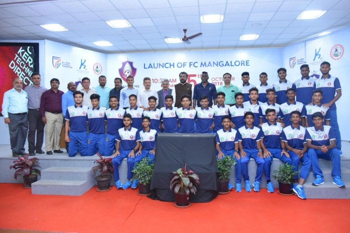 FC Mangaluru team with the dignitaries during the launch.