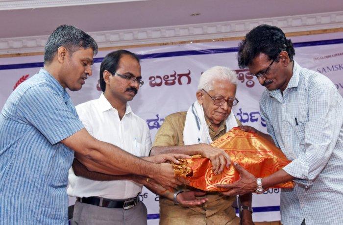 "Senior writer S Diwakar releases DVG global literary series first work ""Samskriti"" in Mangaluru on Sunday."
