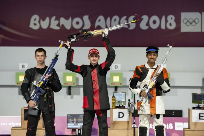 Tushar Mane (right) bagged the silver medal in the men's 10m air rifle on Sunday.