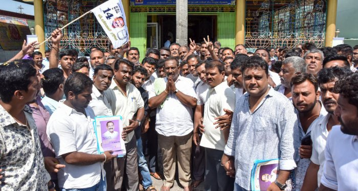 Independent candidate K Harish Gowda from Chamaraja Assembly Constituency along with supporters take out door to door campaigning, at KG Koppal in Mysuru. DH photo