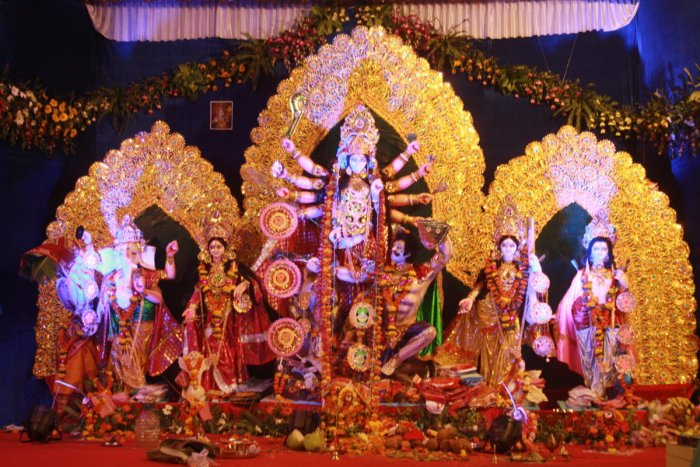 This time, Durga puja would be celebrated from 15-19 October and a weekend before that would add to the festivities. (DH file photo/Mrityunjay Bose)