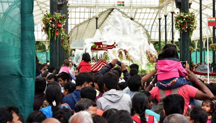 The horticulture department will levy GST on entry and parking tickets at the Lalbagh Botanical Garden. DH file photo