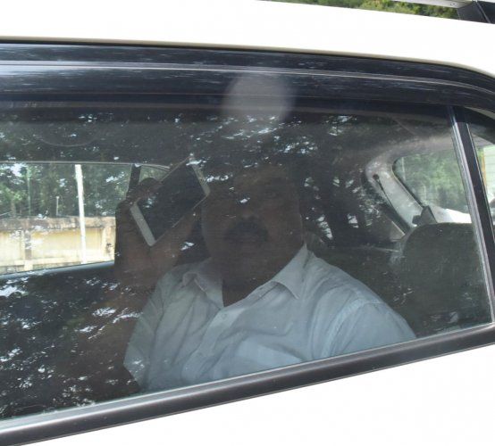 Under probe: BDA engineer N G Gowdaiah after visiting the ACB office on Race Course Road in Bengaluru on Tuesday. dh Photo/Janardhan B K