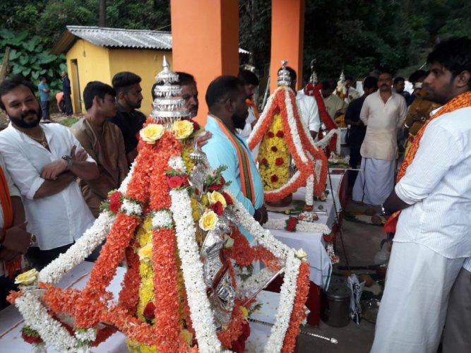 'Karagas' of 'Shaktidevata', the four goddesses, being offered a puja at Pampinakere in Madikeri, as a mark of the commencement of Dasara celebrations on Wednesday.