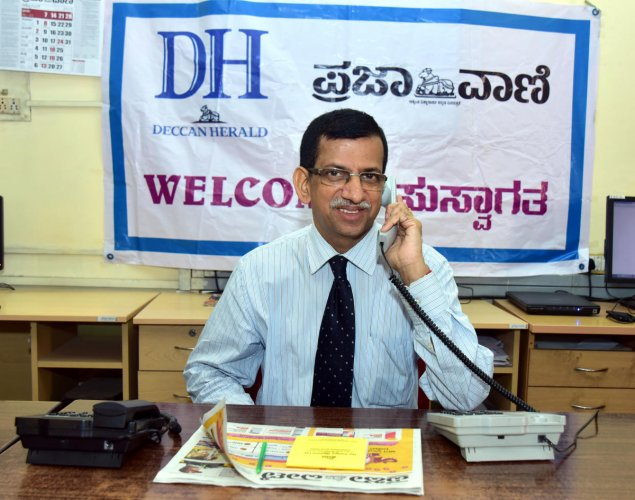 Well-known psychiatrist Dr Ravish Tunga at a phone-in programme organised on the Prajavani-Deccan Herald premises at Yenepoya Chambers on Thursday.