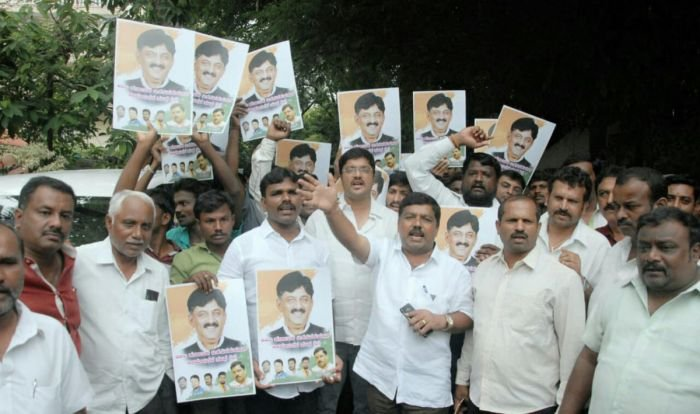 Supporters of congress leader D K Shivakumar protest infront of DH Shivakumar residence on Thursday in Bengaluru.
