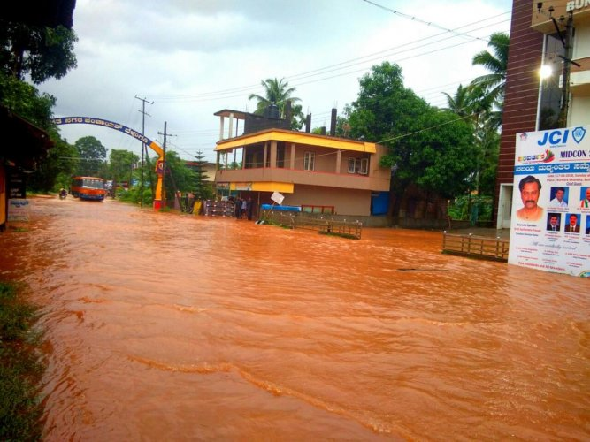One of the inundated roads in Dakshina Kannada. (DH Photo)