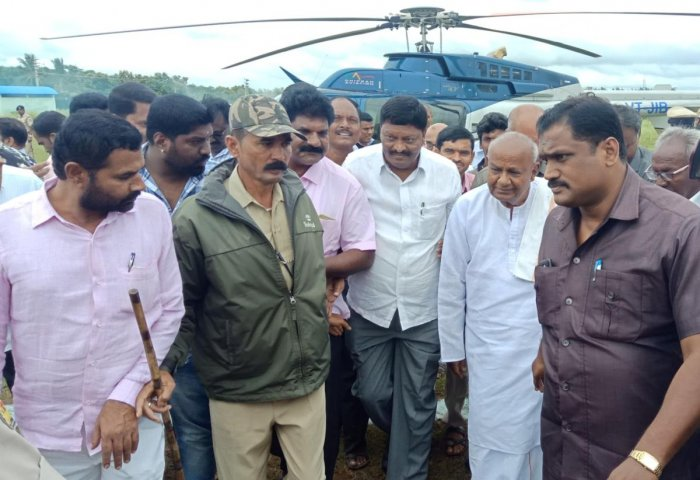 Former Minister H D Deve Gowda arrives at Periyapatna in Mysuru district on Friady.