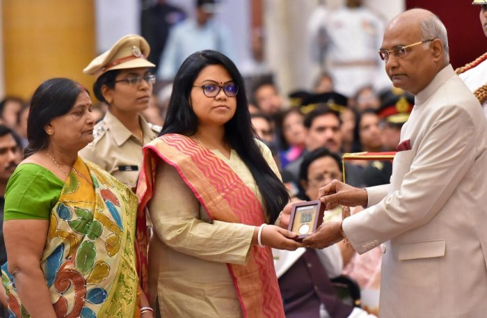 New Delhi: President Ram Nath Kovind presents Kirti Chakra (posthumous) to Commandant Pramod Kumar, being received by his wife, during the Defence Investiture Ceremony at Rashtrapati Bhawan in New Delhi on Monday. PTI Photo by Kamal Kishore (PTI4_23_2018_