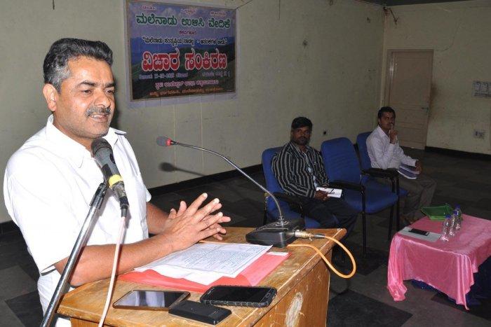 Environmentalist Kalkuli Vittala Hegde speaks at a seminar in Chikkamagaluru on Saturday.