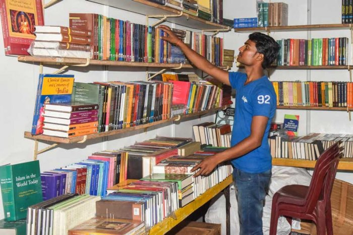 The week-long exhibition is a real feast for book lovers. Over 10 lakh books from various publishers from across the state are available at discounted prices. (DH Photo)