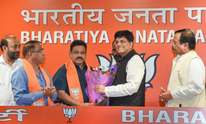 Subhash Shirodkar and Dayanand Sopte being felicitated by Railway Minister Piyush Goyal upon joining the BJP in New Delhi on Tuesday. PTI