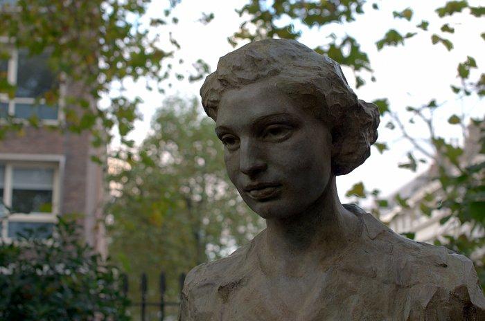 The bust of WW2 operative Noor Inayat Khan. Wikimedia photo.