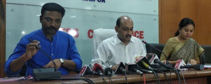 Chhattisgarh CEO Subrat Sahoo addressing the media on Monday. DH PHOTO