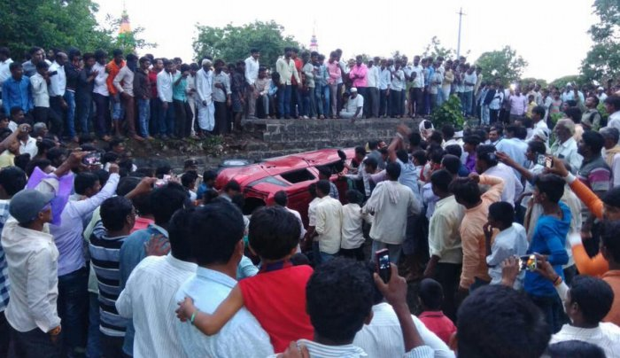 Rumours of child lifting led to the death of a man in an accident at Murki village in Aurad taluk, Bidar district on Friday. (DH Photo)