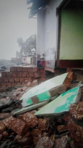 House belonging to Aliyabba on Mukkachery shores near Ullal in Mangaluru district washed away in high tides on Friday night. DH PHOTO