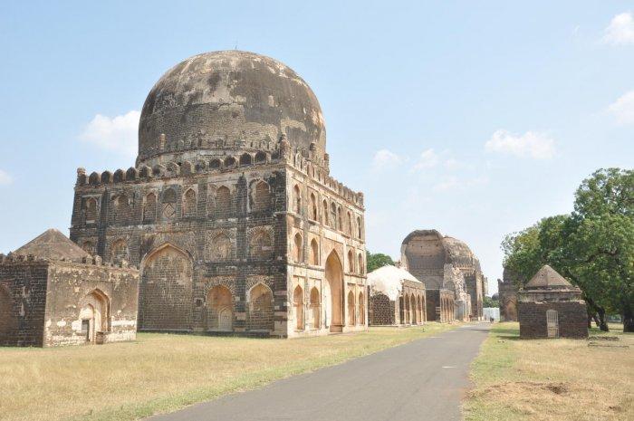A memorial from the Bahmani era at Ashtur in Bidar taluk. dh photo