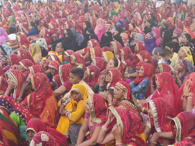 Women at Congress chief Rahul Gandhi's election rally at Sikar in Shekhawati region of Rajasthan on Thursday. DH Photo/Tabeenah Anjum