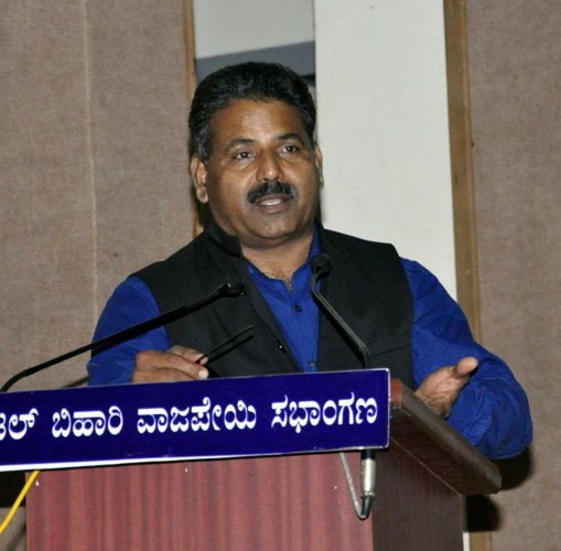 Administrative officer of Sakala Mission K Mathai speaks at a training workshop for government staff and the public on the Karnataka Guarantee of Services to Citizens Act, 2011, and Sakala in Udupi on Monday.