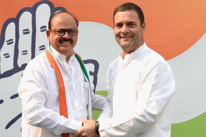 Anwar along with his supporters met Rahul at his official Tughlaq Lane residence and was welcomed into the party fold by senior leaders Ashok Gehlot, Shaktisinh Gohil and Bihar Congress President Madan Mohan Jha. (Twitter/INCIndia)