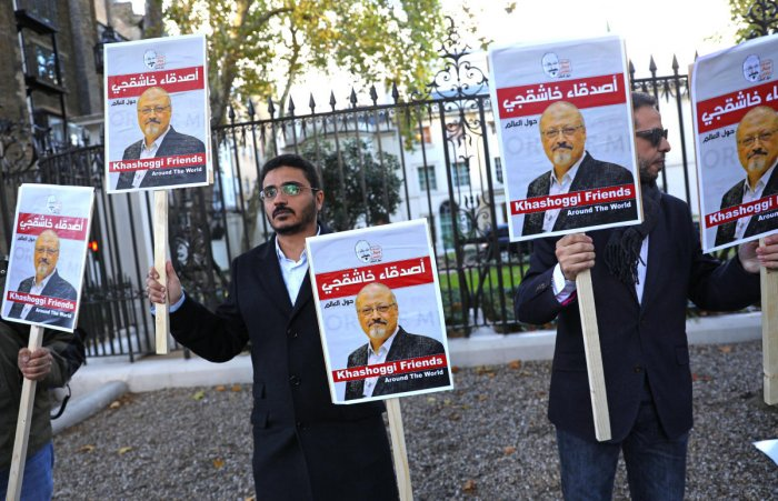 People protest against the killing of journalist Jamal Khashoggi in Turkey outside the Saudi Arabian Embassy in London, Britain, October 26 2018. REUTERS