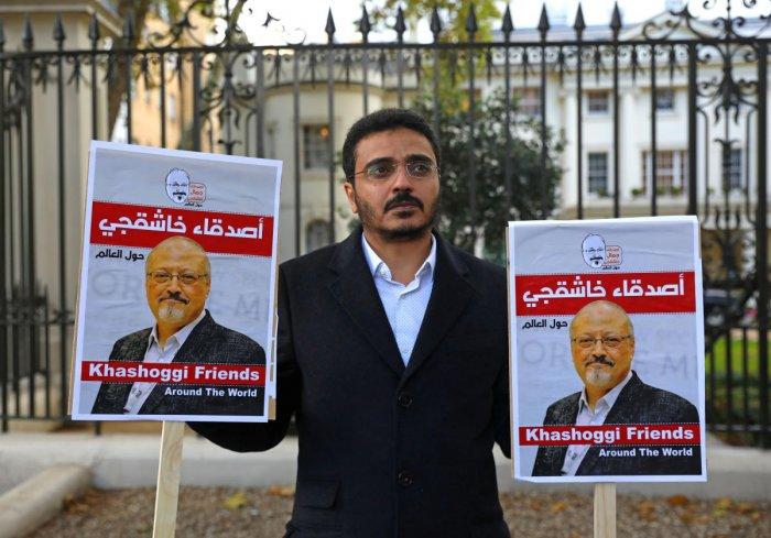 People protest against the killing of journalist Jamal Khashoggi in Turkey outside the Saudi Arabian Embassy in London, Britain, October 26 2018. REUTERS/Simon Dawson