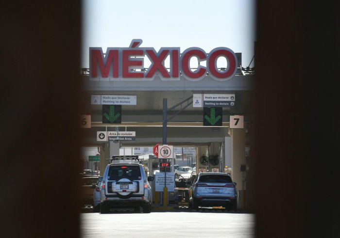 View of the Mexico checkpoint through the first completed section of the border wall in the El Centro Sector, at the US-Mexico border in Calexico, California on October 26, 2018. (AFP Photo)