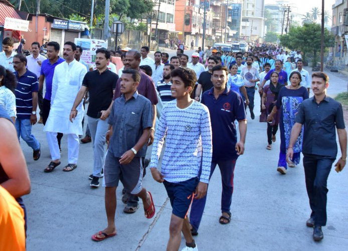 MP Nalin Kumar Kateel and others take part in 'Run for Unity' in Mangaluru on Wednesday.