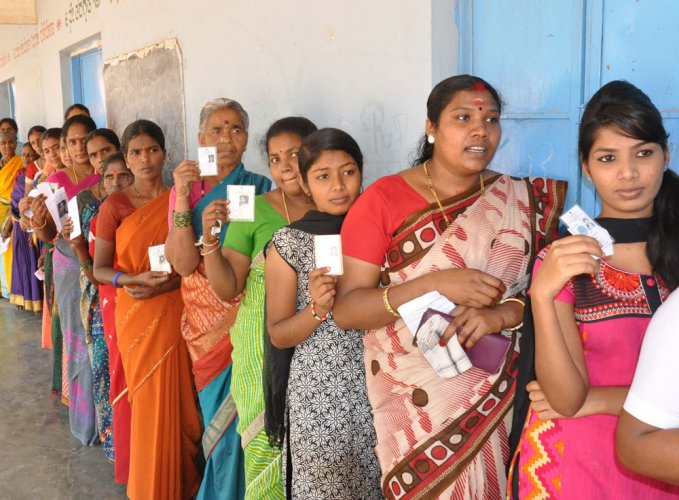 Voters in the Jamkhandi and Ramanagara Assembly constituencies came out in large numbers to exercise their franchise, while those in the Lok Sabha segments of Bellary, Shimoga and Mandya showed apathy as the polling for the byelections ended on Saturday. DH file photo