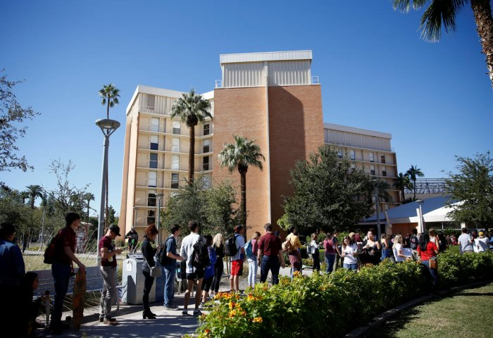 People line up to vote at the ASU Palo Verde West polling station during the U.S. midterm elections in Tempe, Arizona, US November 6, 2018. (REUTERS)