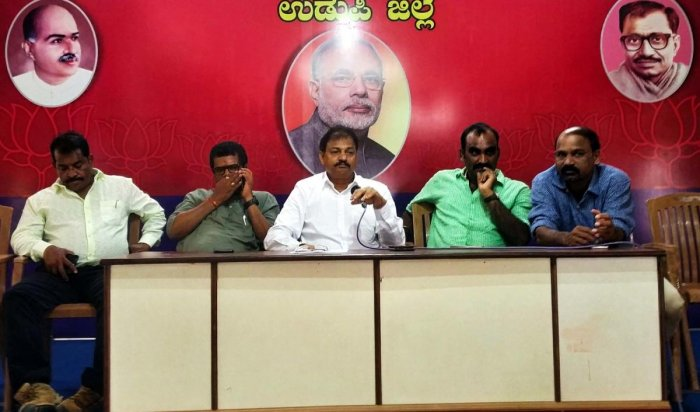 Udupi district BJP unit President Mattaru Rathnakar Hegde speaks to mediapersons in Udupi on Wednesday.