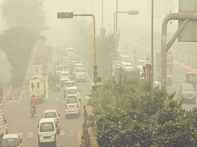 The Central Pollution Control Board (CPCB) recorded the overall Air Quality Index of Delhi at 358 this morning, which falls in the 'very poor' category. DH file photo