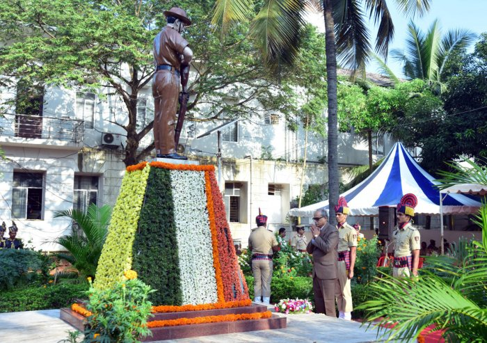 Principal District and Sessions Judge Kadluru Satyanarayanacharya pays floral tribute to police martyrs on the occasion of Police Martyrs' Day at the memorial on the district police grounds in Mangaluru on Sunday.