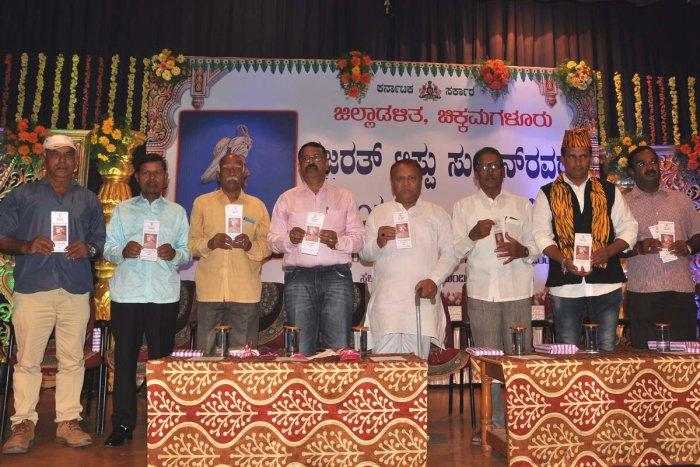 Deputy Commissioner M K Srirangaiah and other dignitaries release a handbook on Tipu, in Chikkamagaluru on Saturday.