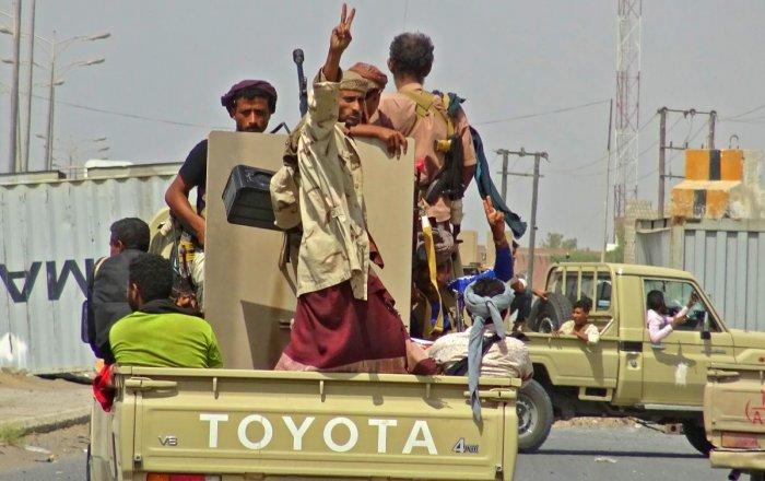 Yemeni pro-government forces gather on the eastern outskirts of Hodeida as they continue to battle for the control of the city from Huthi rebels. AFP file photo