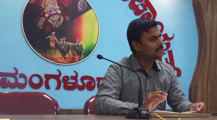 Dakshina Kannada Zilla Panchayat CEO Dr Selvamani speaks at a meeting in Mangaluru on Tuesday.