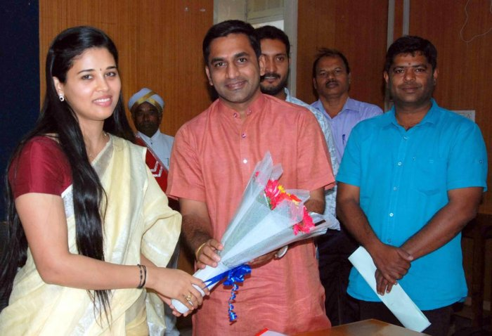 MLA Preetham Gowda greets Rohini Sindhuri, who took charge as the DC in Hassan on Tuesday. dh photo