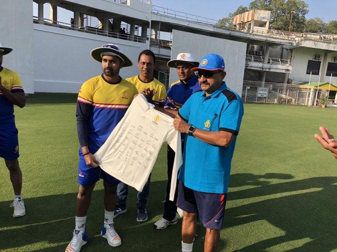 Karnataka skipper R Vinay Kumar receives a shirt signed by his team-mates from Chairman of Selectors Raghuram Bhat ahead of his 100th Ranji Trophy match.
