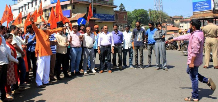 Members of BJP, VHP and Hindu Jagarana Vedike stage a protest against the arrest of journalist Santhosh Thammaiah, at General Thimmaiah Circle in Madikeri on Wednesday.
