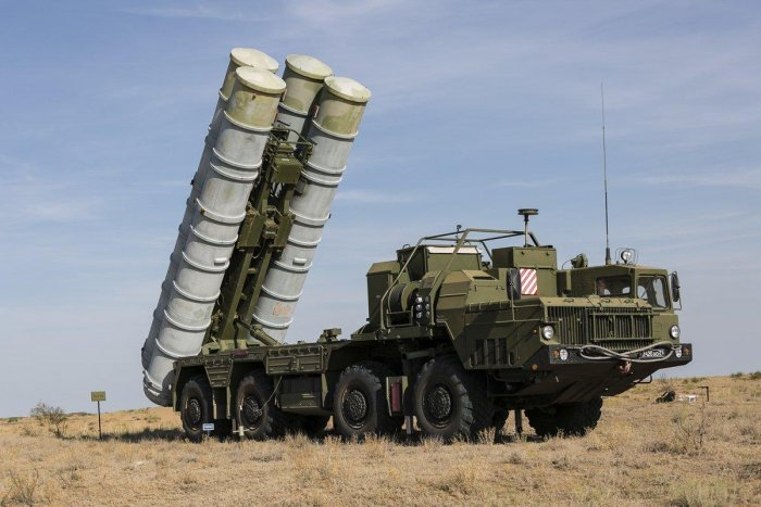 The S-400 Triumf is a next-generation mobile air defence system capable of destroying aerial targets at an extremely long range of up to 400 kilometres.